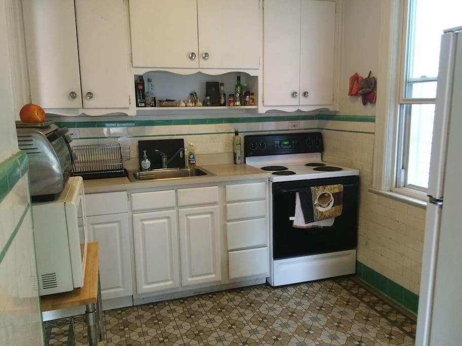Roomy Kitchen well equiped (Fridge, oven, kitchen ustensils...)