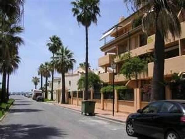 Encantador apto en la mejor playa de Marbella - Марбелья - Квартира