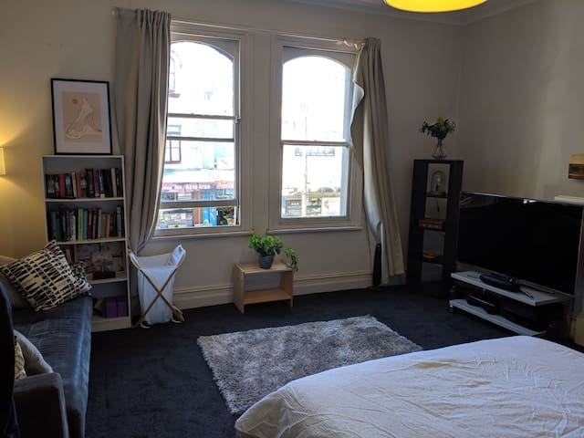 Huge Room in Redfern, 6 week sublet from Jul 20