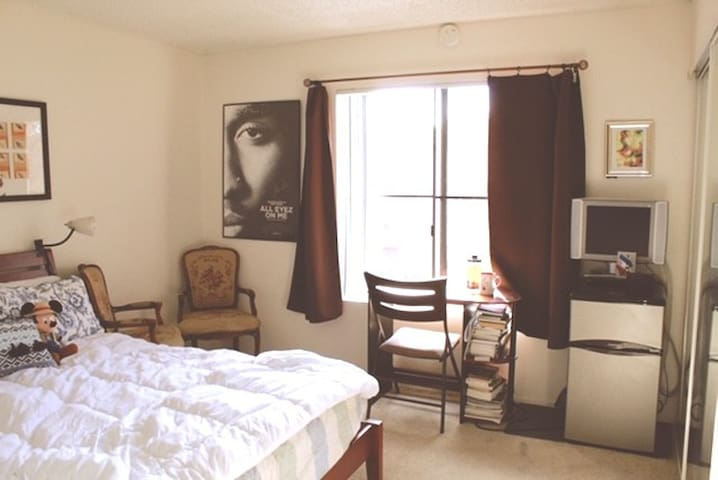 Private Room/Bathroom with Pool & Gym - Glendale