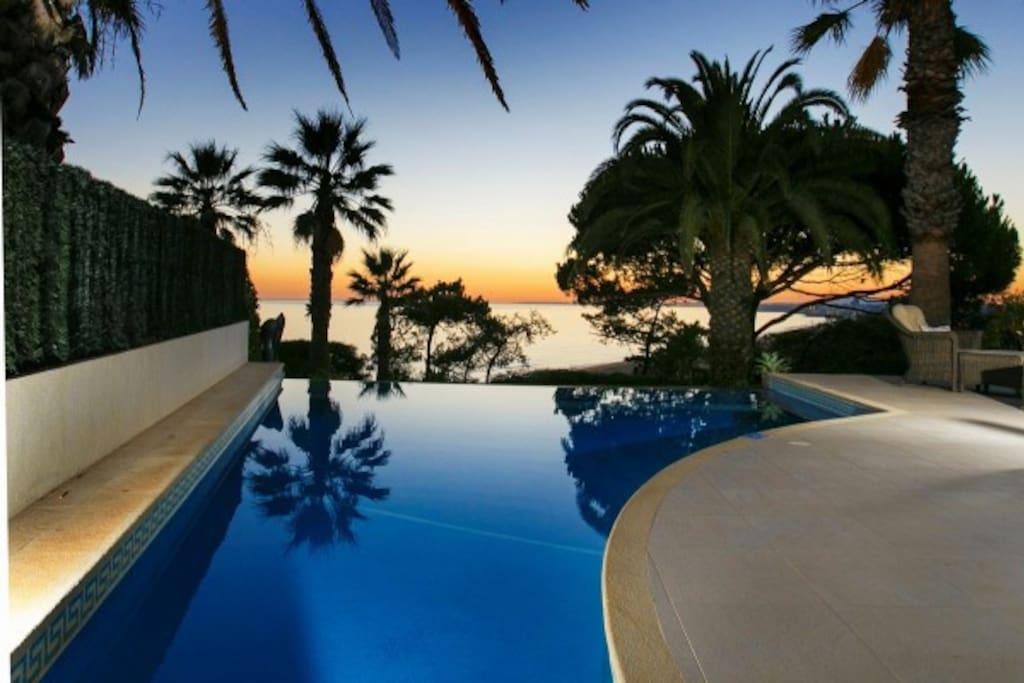 Infinity pool overlooking Vale do Lobo beach