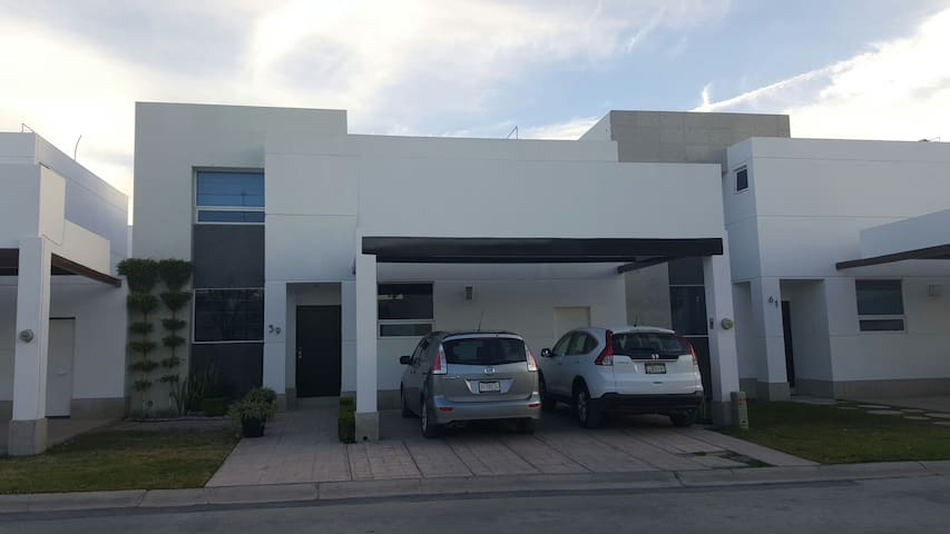 Beautiful 3BR fully furnished house great location - Torreón