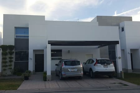 Beautiful 3BR fully furnished house great location - Torreón - Casa