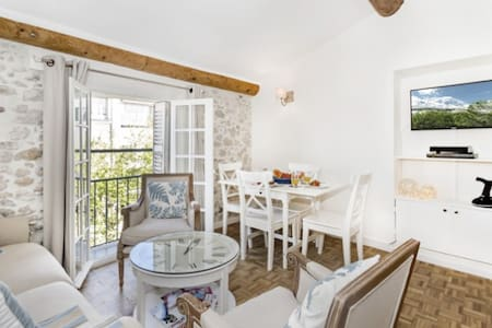 Chez Pablo - Chic  Apartment, Recently Renovated - Antibes - Lejlighed