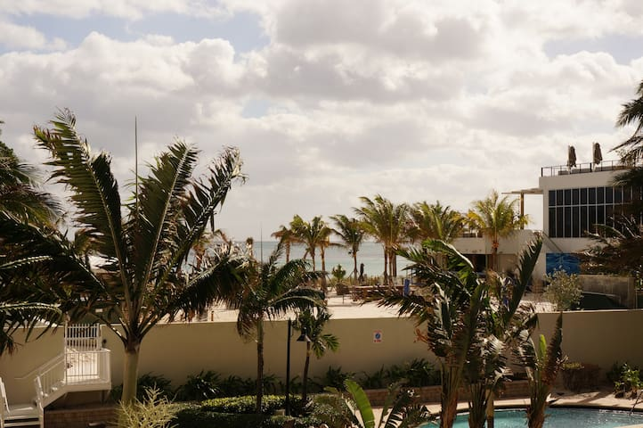 OCEANFRONT 1/1.5 BDR ON THE BEACH - Hollywood - Daire