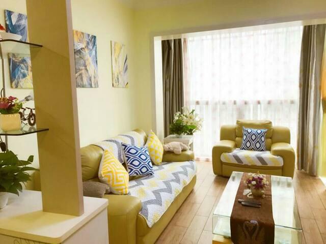 (1)最繁华城区 商业CBD正央 阳光100豪华装修2房可做饭