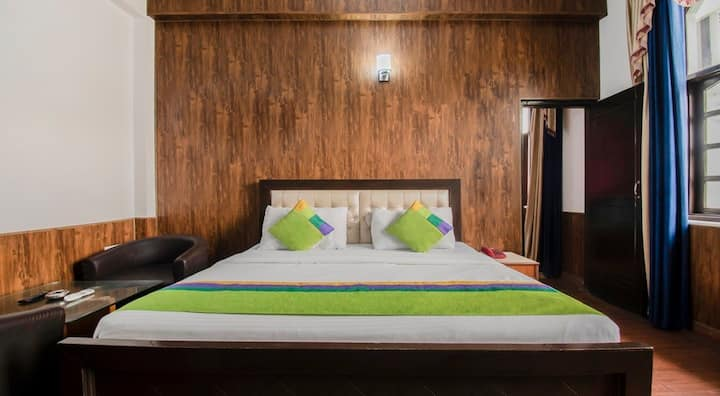 Sal wood forest view room near to Rajpur road