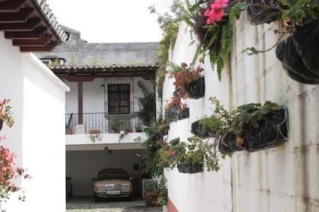 CASA LOS ROSALES - Antigua Guatemala