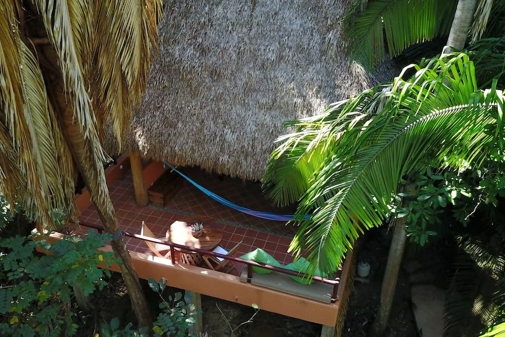 Treehouse palapa in the jungle bungalow in affitto a san for Camera letto jungle