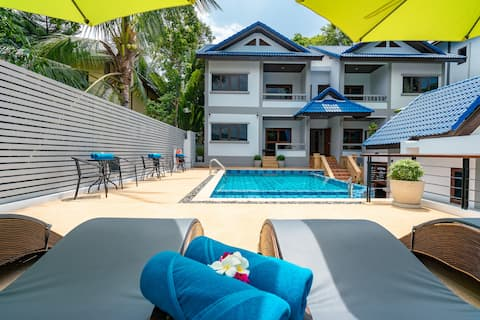 Poolside 2 Bed/2 Bath House in Center, Terrace