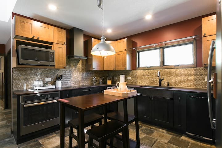 High end  Kitchen! With  top appliance amenities.