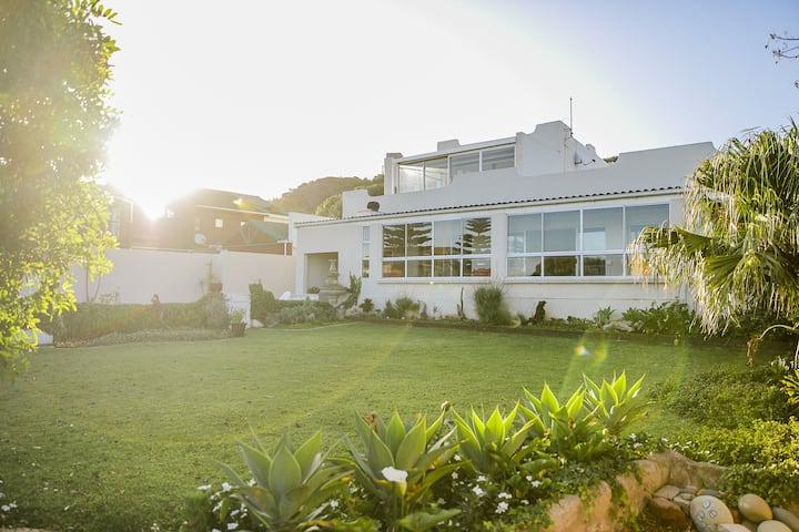 Kidd`s Beach Home from Home with a View