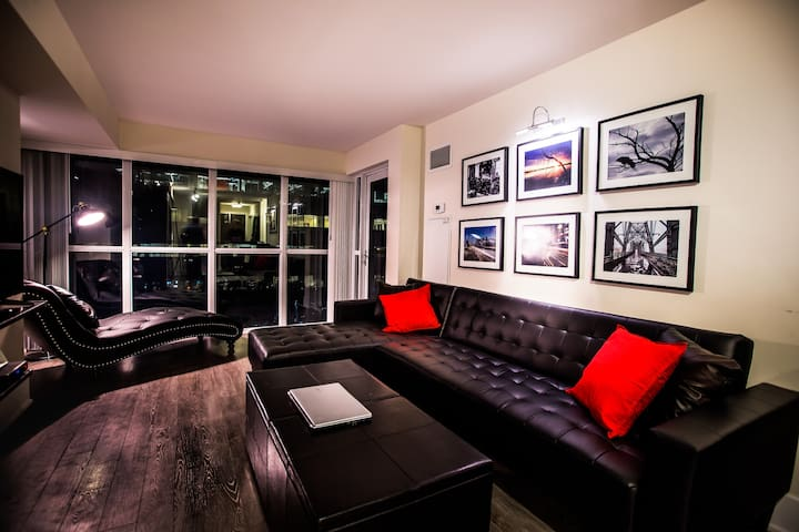 Artistic Inspired - 2 BR, 3 Double Beds + Parking