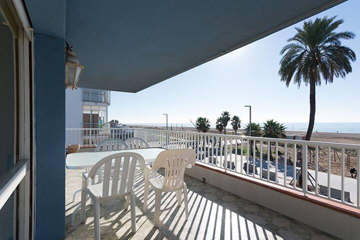 Apartamento en 1era linea mar con terraza de 25m2