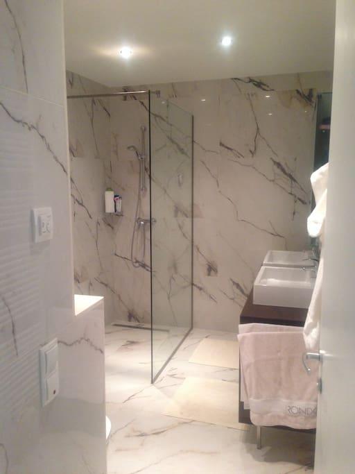 Designer Badezimmer groß