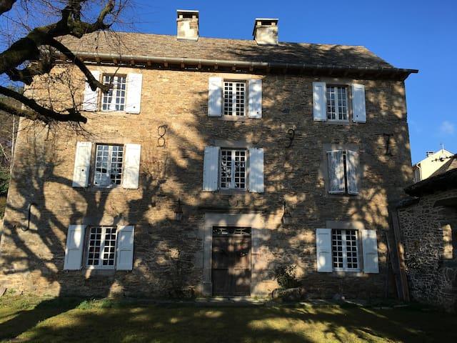 Presbytère fin 18eme siècle au coeur de l'Aveyron