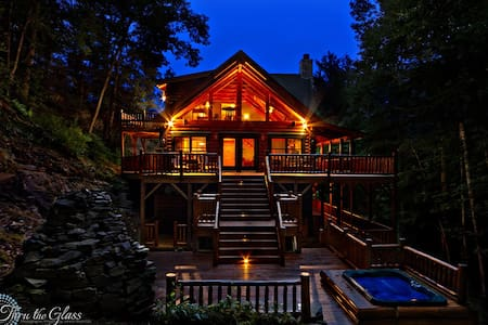 Log Cabin w/ Waterfall Maggie vly