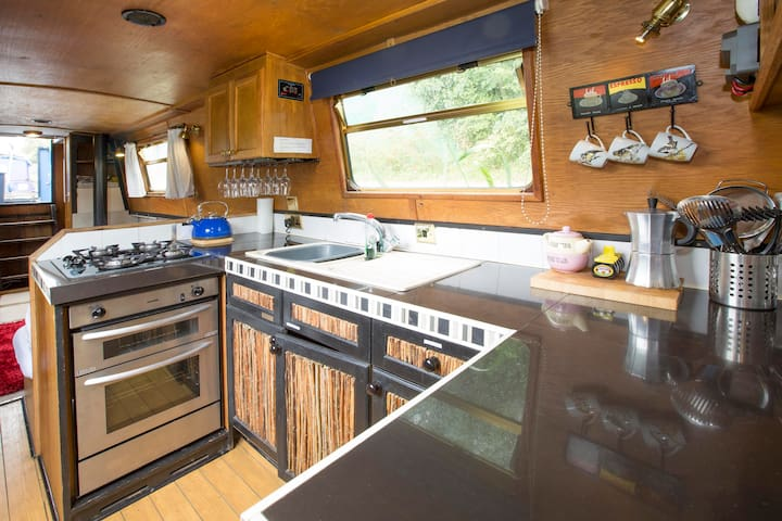 60ft narrowboat, sleeps 6, central Oxford