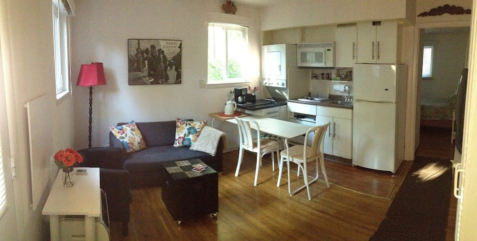 Bright and cozy, private apt. in suburban forest - Garrett Park - Apartment