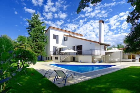 Exquisite Spacious Vacation Vila - Poreč - Haus
