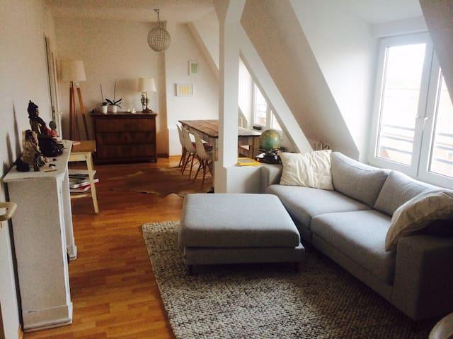 Helle Dachgeschoßwohnung , Hoheluft - Hamburg - Apartemen