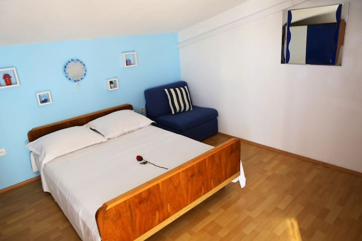 1 bed for 2 persons, and sofa bed for 1 extra person