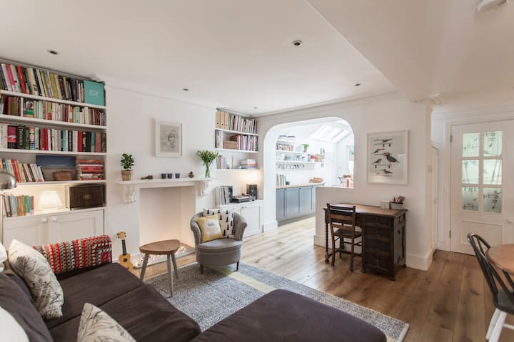 Charming 2 Bed Garden Flat - London - Apartment