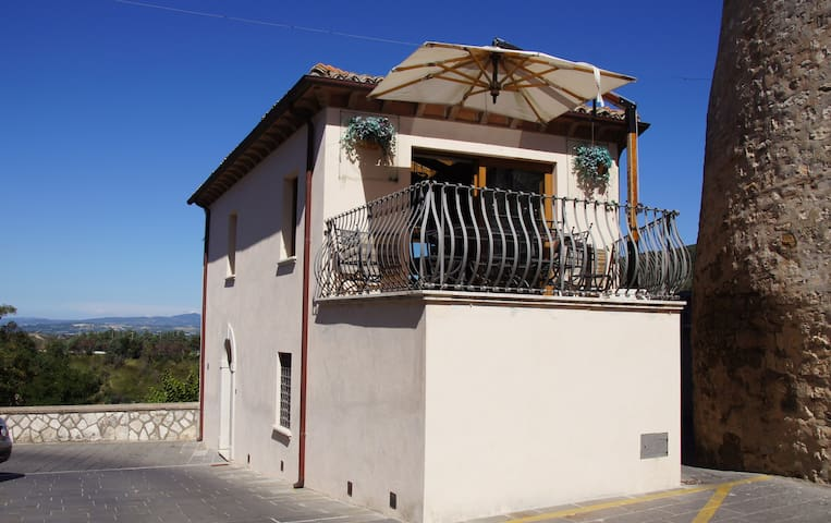 Luxury Home by the Castle in Umbria - Guardea - Casa