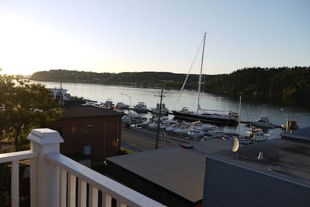 Panoramic view & walking to restos. - Saguenay - Wohnung