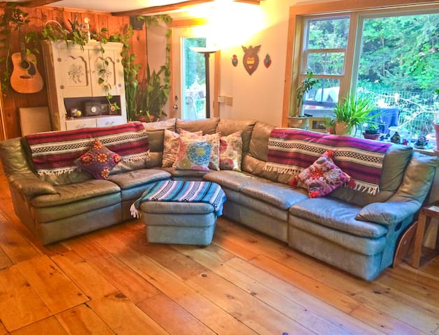 Vermont creekside getaway! 15 min to slopes. - Wardsboro - Rumah