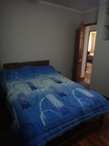 Spacious room in a nice family home - Baños del Inca - Wohnung