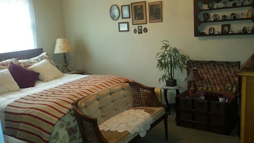 Cozy 2BR bath, ( fam.room&patio available to enjoy - Yardley - Casa