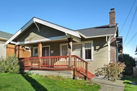 Location and View in Queen Anne, large deck VIEW - Seattle