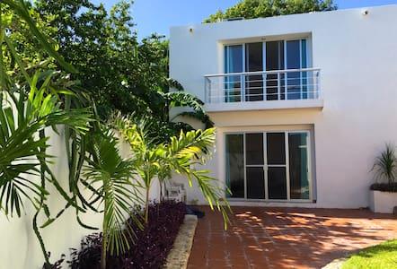Beautiful house&garden in Campeche - Кампече - Дом