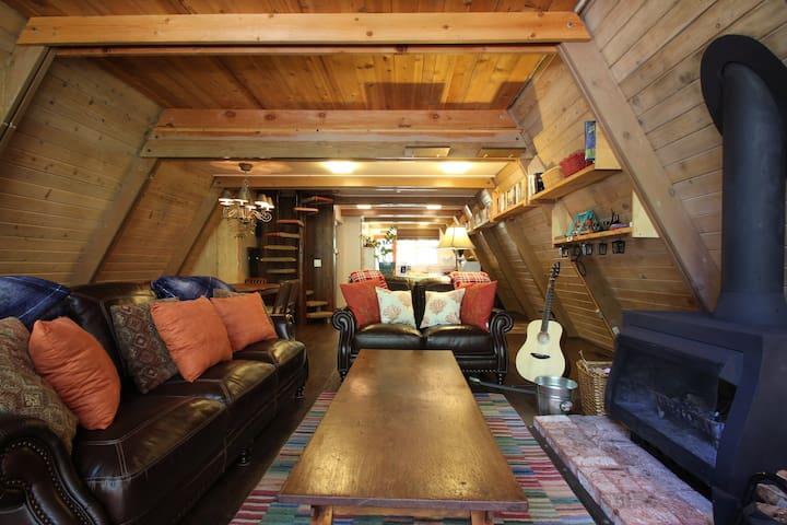 sunshine interior for cabin 4 idyllwild pine cove 2017 top 20 idyllwild pine cove vacation