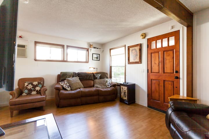 Cozy, quiet Puyallup cottage half-mile from Fair - Puyallup - House