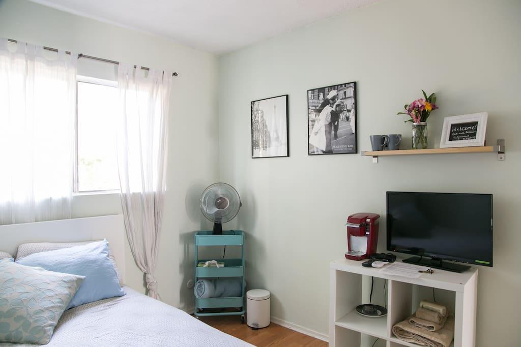 comfy quiet room w view of dtla wohnungen zur miete in los angeles kalifornien vereinigte. Black Bedroom Furniture Sets. Home Design Ideas