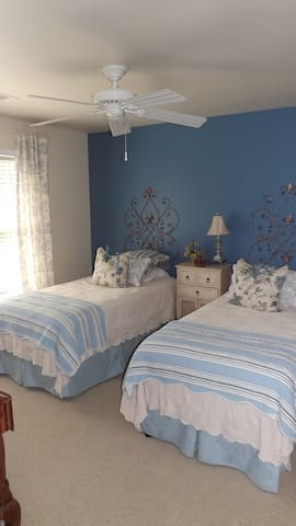 Private room with 2 single beds - Hoschton - Casa