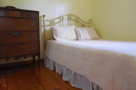 Sunny Bedroom - Ház