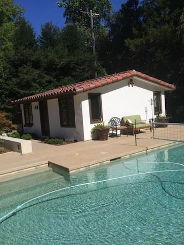 Private Cottage With Pool! - Sacramento - Huis