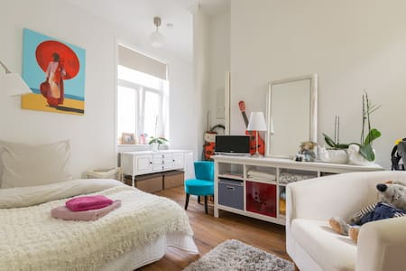 10 min to fair /private bathroom - Frankfurt - Huoneisto