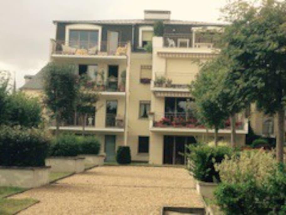 Appart de standing 90m centre appartements louer for Garage a louer montargis