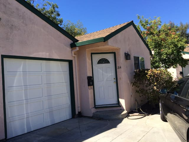 2Br/1Ba Duplex In Great Location - Redwood City - Apartament
