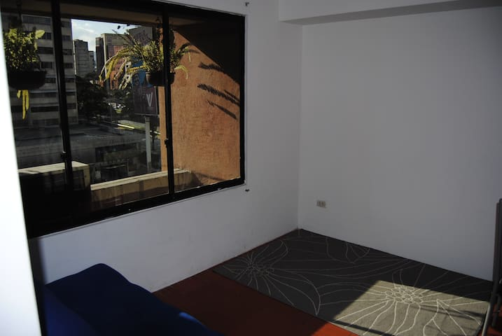 SAFE, 2 BD apt, 645 ft2, Water/Electrity/WIFI EVER - Caracas - Apartment