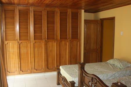 Shared Oceanview Single - Room #4d - Santa Veronica - Villa