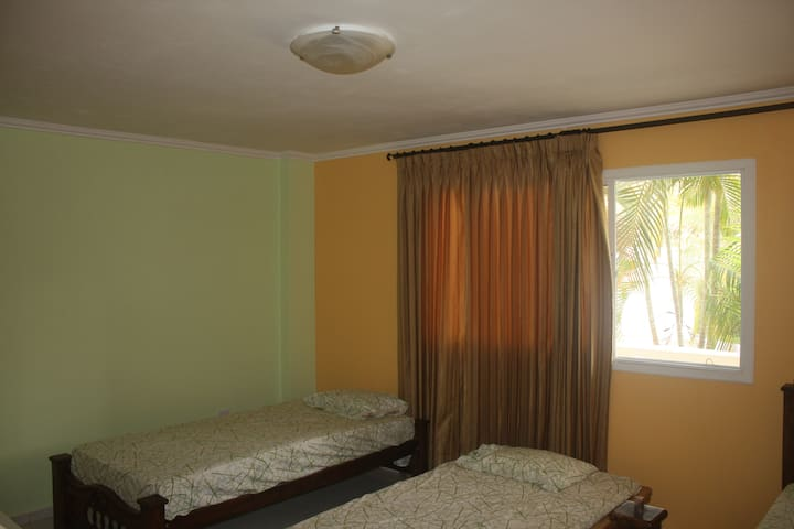 Shared Room (2b) in Oceanfront Home - Santa Veronica - Vila