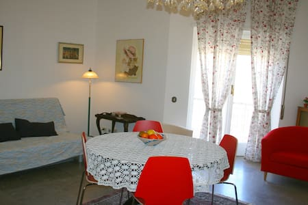 Busi-2 Apartment - Near Trastevere