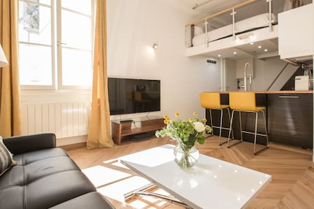 Heart of Marais: High-Speed Internet, Full Kitchen