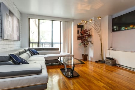 West Village/Triplex/Sleeps 6