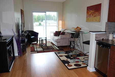 Condo Close to Beach, Golf & RRU - Victoria - Appartement